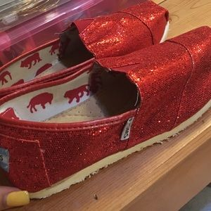 Red sparkly Toms- size 7W